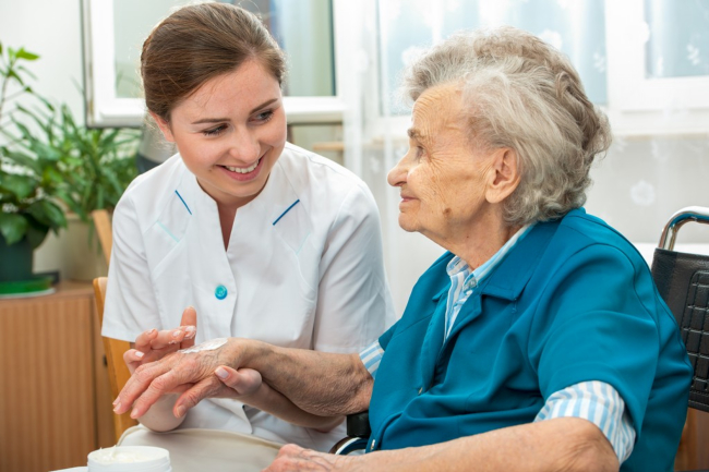 How to Help a Senior With Personal Hygiene